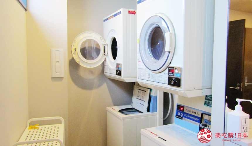 函館住宿推薦青年旅館「HakoBA 函館」的「BUNK BED 4」的投幣式洗衣機和烘衣機