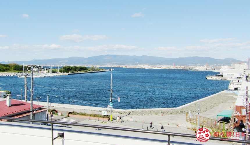 函館住宿推薦青年旅館「HakoBA 函館」的函館灣景觀