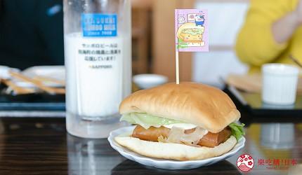 北海道道东四天三夜推荐行程的「双叶寿司」的别海巨型干贝汉堡