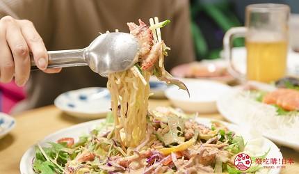 北海道道东四天三夜推荐行程的居酒屋「炉ばた いちばん星」的拉面沙拉