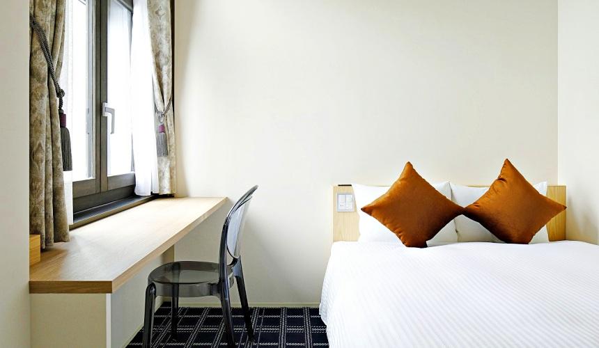 函館住宿推薦青年旅館「HakoBA 函館」的溫馨的雙人房