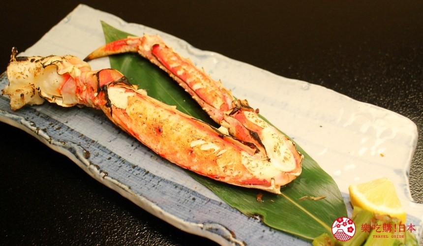 札幌螃蟹必吃推薦「螃蟹家本店」的整隻烤帝王蟹腿(本タラバかに足一本焼き)遠照