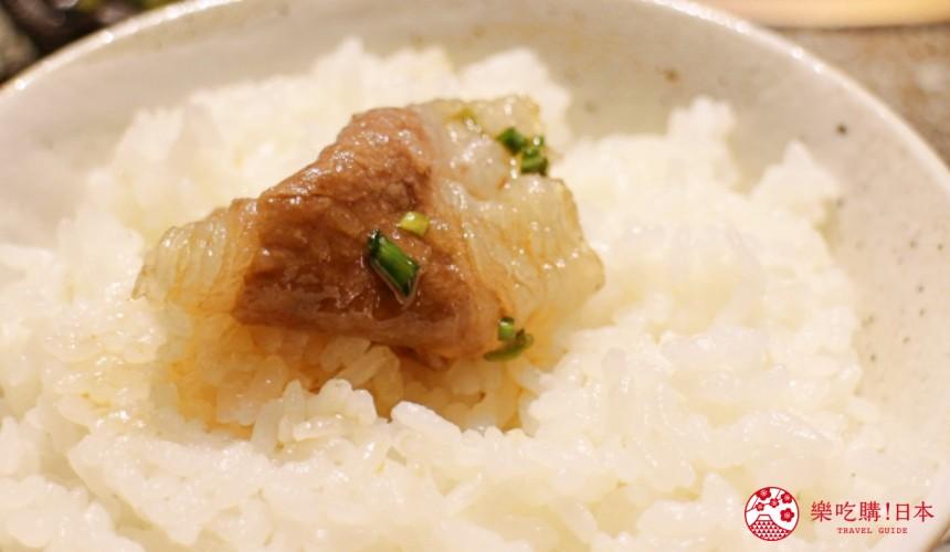 札幌和牛燒肉推薦「和牛黑澤」的招牌菜白老牛腩(白老牛チャンドルパギ)搭配白飯