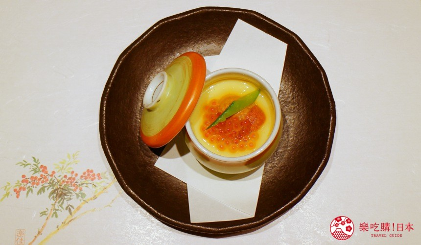 北海道自由行必去札幌食必吃和牛燒肉推薦推介美食店肉割烹八寸的海膽鮭魚卵茶碗蒸的鳥瞰圖