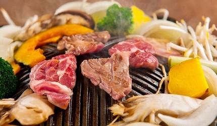 北海道必吃的絕品道地美食成吉思汗烤肉福助的肉烤成半熟