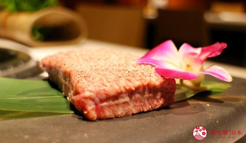 北海道超软嫩烧肉推荐!只用A4高级和牛的札幌人气烤肉店「NANKOU园」的超厚黑毛和牛牛排近照