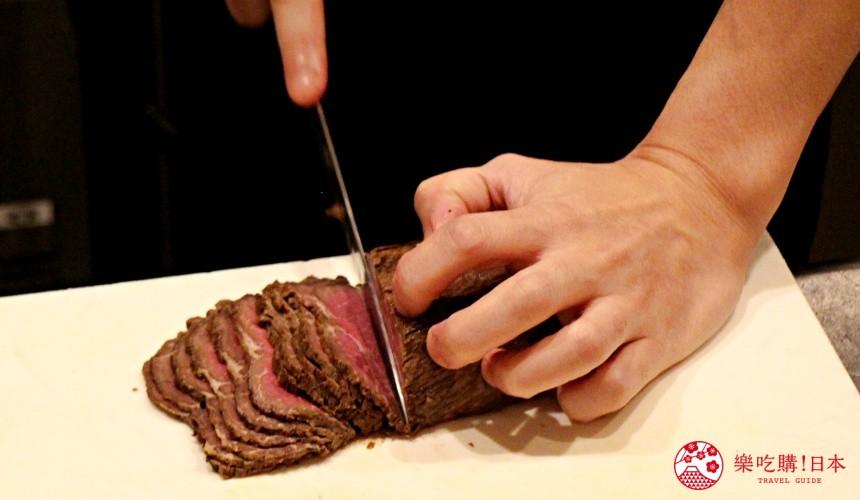 北海道自由行必去札幌食必吃和牛烧肉推荐推介美食店肉割烹八寸的师傅在切肉