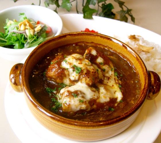 北海道亲子游推荐城堡式登别尼克斯海洋公园内城堡内餐厅的鳕鱼起司烤咖哩