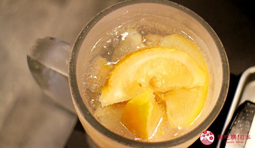日本北海道自由行美食推薦推介薄野站附近和牛燒肉店BULL提供的生檸檬沙瓦檸檬氣泡酒的鳥瞰圖
