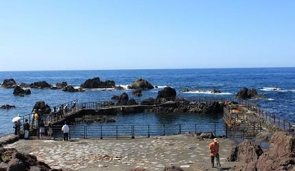 日本北海道最北端的地區稚内市宗谷的利尻島南端海岬的仙法志御崎公園有許多奇岩怪石