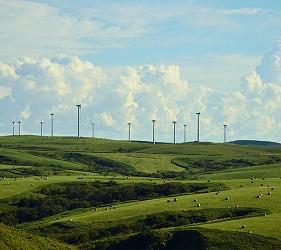 日本北海道最北端的地區稚内市宗谷的日本最大風力發電場