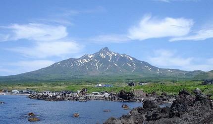 日本北海道最北端的地區稚内市宗谷的利尻島上的利尻山遠望就像是富士山