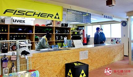 北海道道東三湖必玩雪上活動推薦推介滑粉雪的國設阿寒湖畔滑雪場內的櫃台
