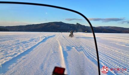 北海道道東三湖必玩雪上活動推薦推介雪上摩托車電單車從擋風板看出去的景色