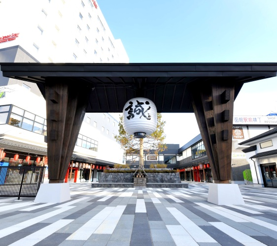 北海道函馆青森弘前行程推荐推介滑雪温泉雪樱点灯日本北国风情体验复合式商业设施HAKOVIVA的大门口