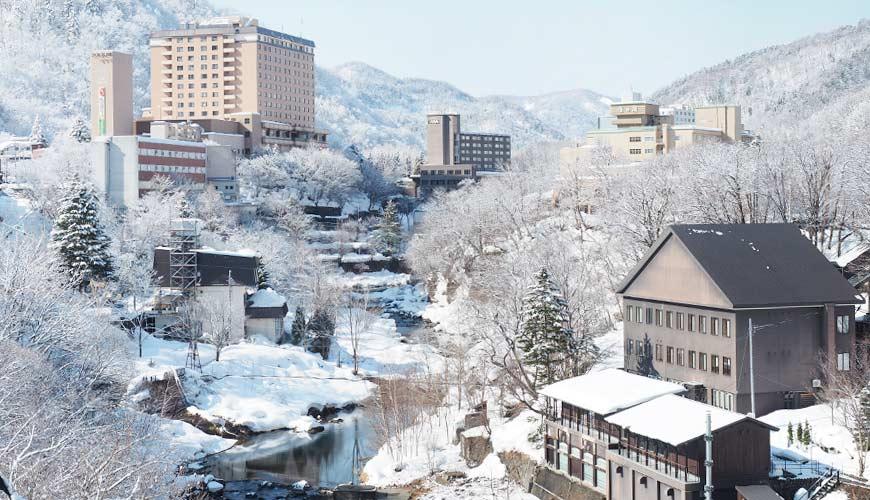 北海道定山溪溫泉兩天一夜行程滿山楓葉雪中溫泉絕景札幌出發40分就看得到