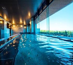北海道最大的四季度假胜地「留寿都度假区」的温泉大浴场「寿之汤」内装