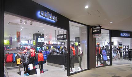 北海道最大三井OUTLET「MITSUI OUTLET PARK 札幌北广岛」的1楼的adidas FACTORY OUTLET的外观