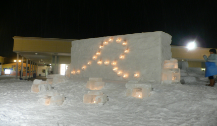 新千岁机场旁,北海道必逛最大购物城「Chitose Outlet Mall Rera」的小孩主题乐园内的雪景